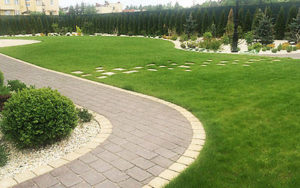 ogrod w klasycznym stylu z przedeptem